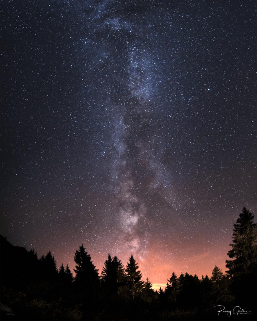 Milchstraßen Bild mit Bäumen